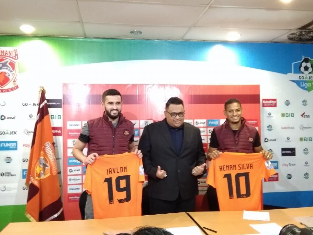 Javlon Guseynov dan Renan Silva diperkenalkan kepada media