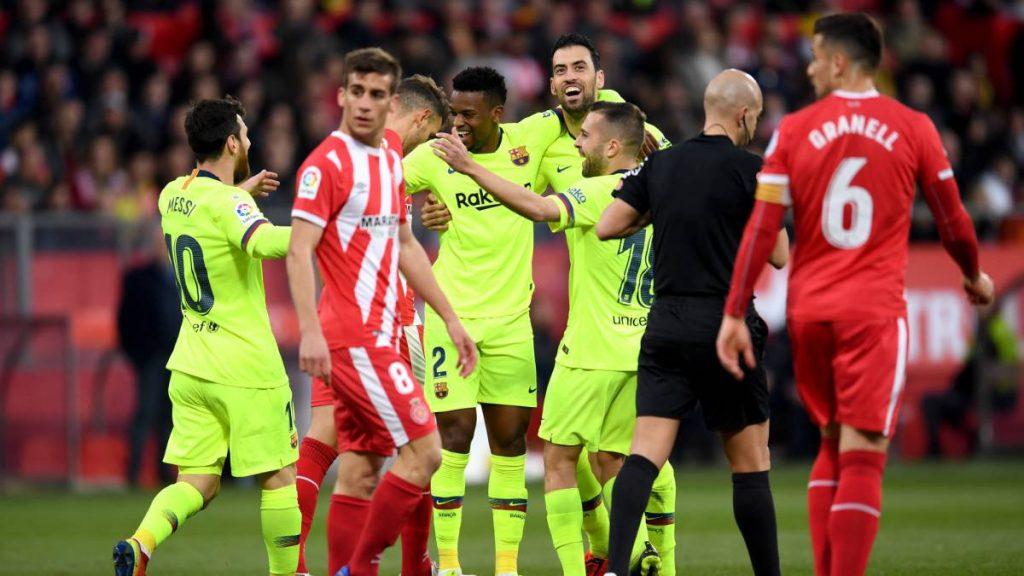 Nelson Semedo Merayakan Golnya bersama para pemain Barcelona