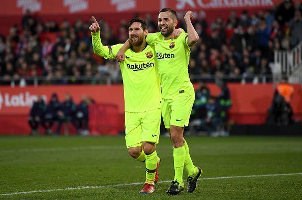 Lionel Messi merayaka gol yang ia cetak bersama Jordi Alba