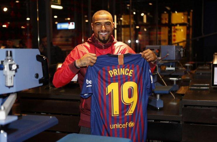 Kevin Prince Boateng menggunakan nomor punggung 19 di Barcelona.