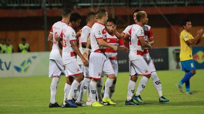 Rakic merayakan gol pertamanya untuk Madura United