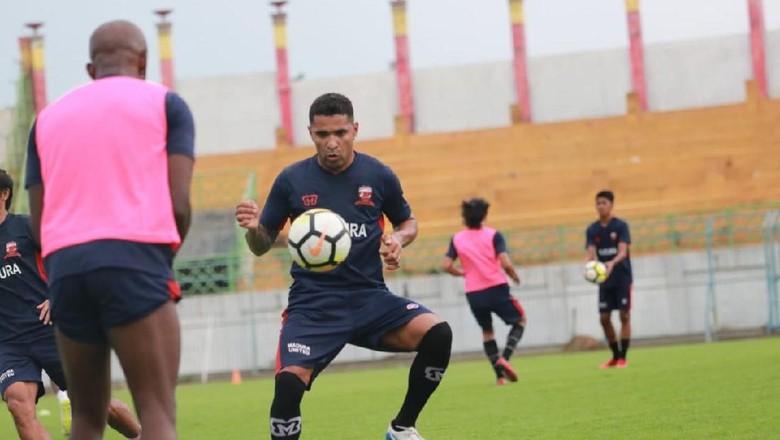 Beto Goncalves berlatih dengan skuad Madura United
