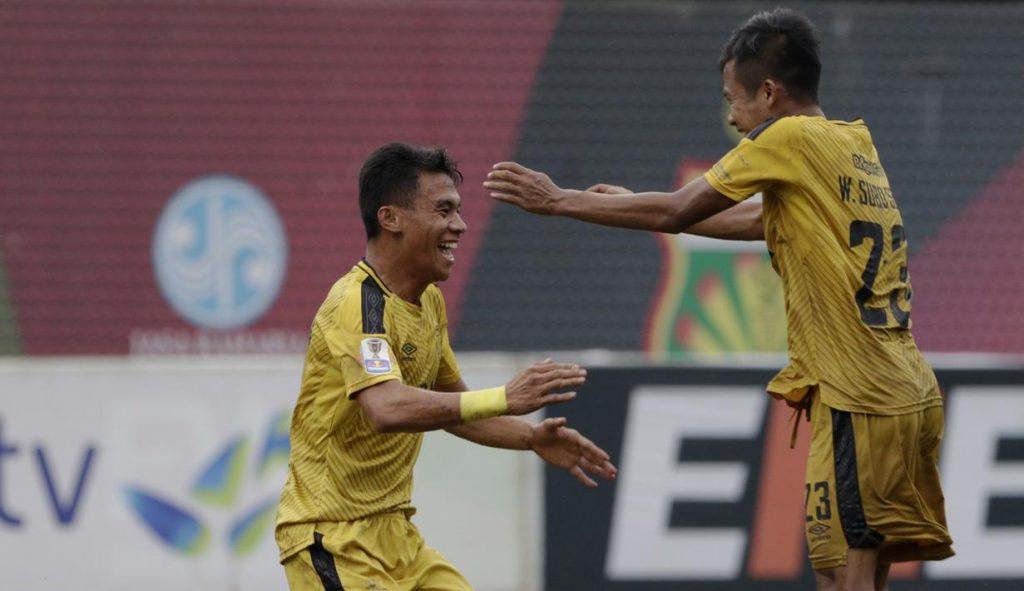 Alsan Sanda dan Wahyu Suboseto rayakan gol kemenangan Bhayangkara FC (BOLA)