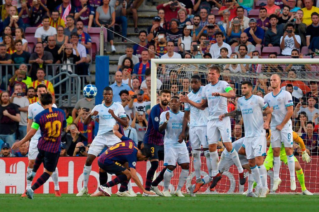 Momen saat sepakan bebas Lionel Messi bawa Barca kalahkan PSV 4-0 (OptaJoe)