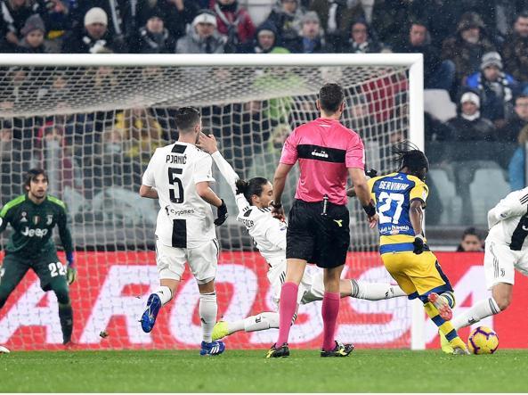 Momen saat Gervinho bawa Parma samakan kedudukan (Corriere)