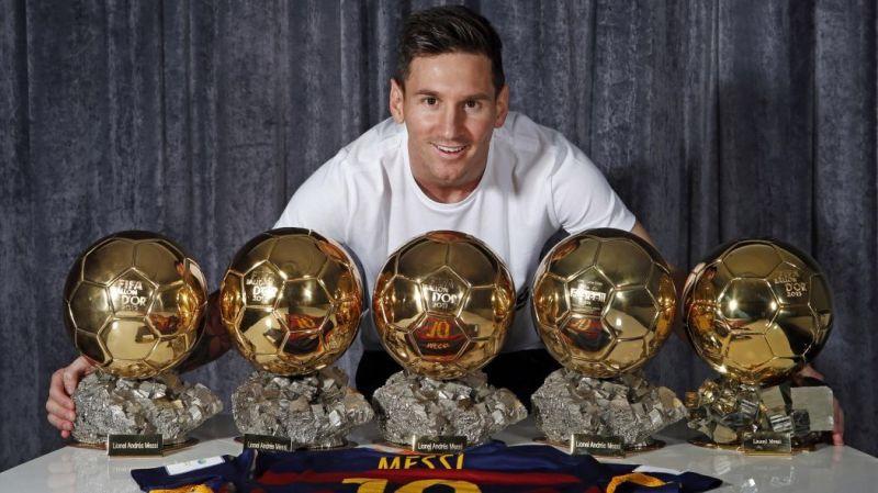 Lionel Messi dengan 5 trofi Ballon d'Or miliknya