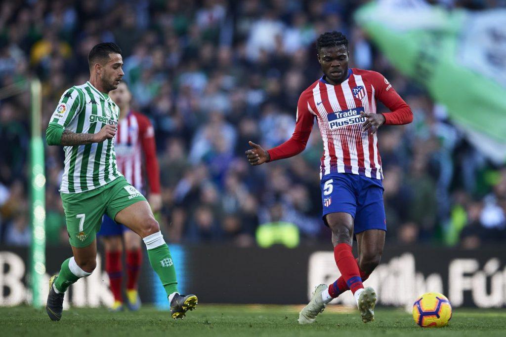 Duel dua pemain Real Betis dan Atletico Madrid (Into The Calderon)