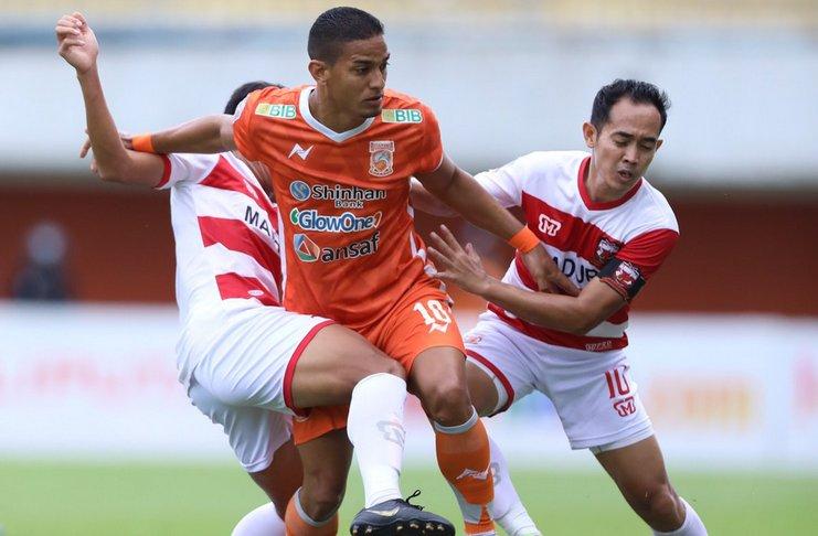 Duel sengit antara Renan Silva dan Slamet Nurcahyo dan Asep Berlian
