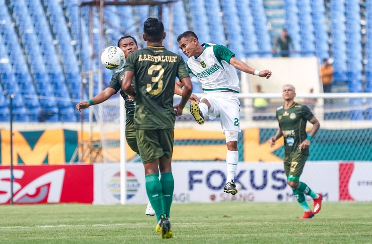 Duel Persebaya vs Tira-Persikabo di babak penyisihan Grup