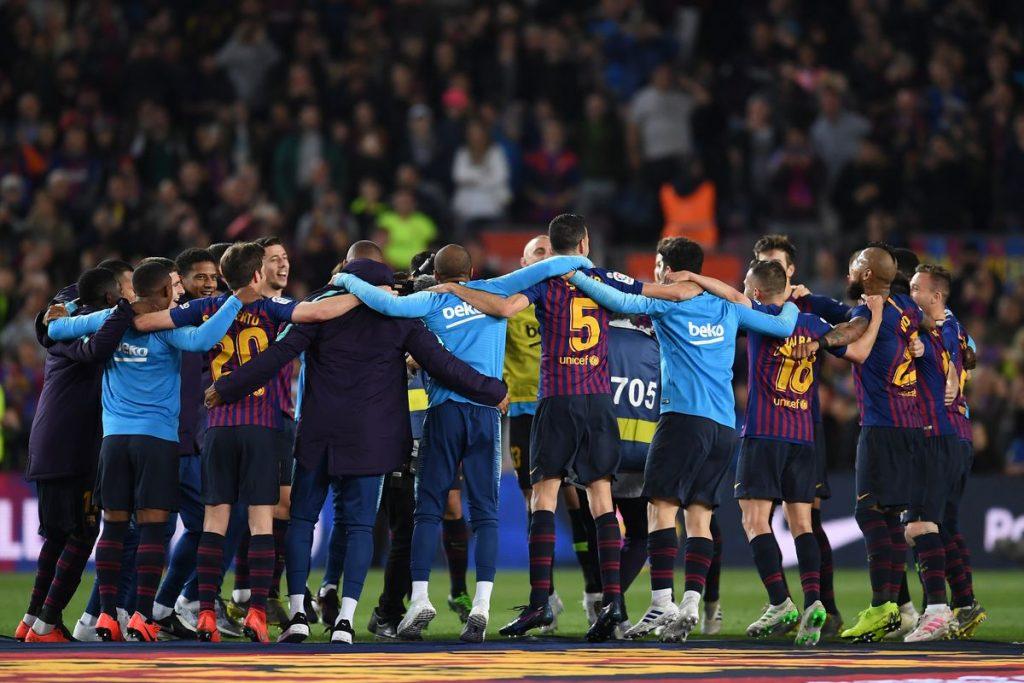 Selebrasi pemain Barcelona saat menjuarai Liga Spanyol