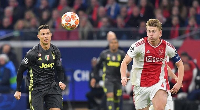 Duel Ronaldo dengan De Ligt pada laga Ajax vs Juventus