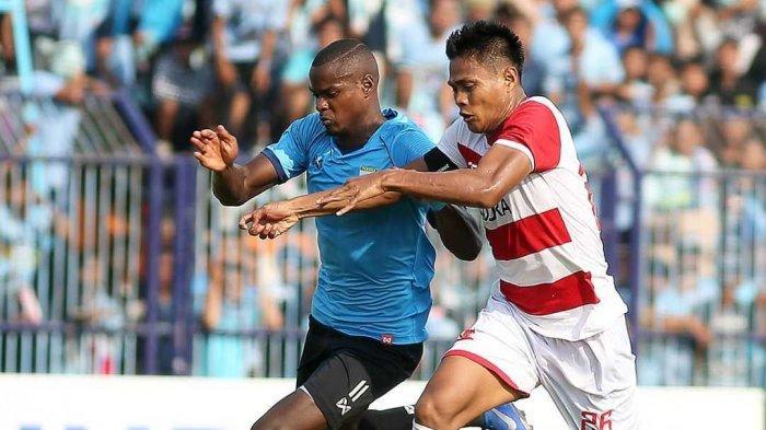 Menang duel melawan Fachrudin Arianto, Washington Brandao sukses cetak gol penyama kedudukan