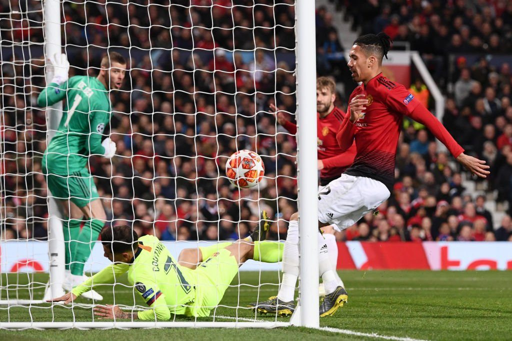 Momen gol bunuh diri Luke Shaw yang buat Barca sukses curi kemenangan di Old Trafford