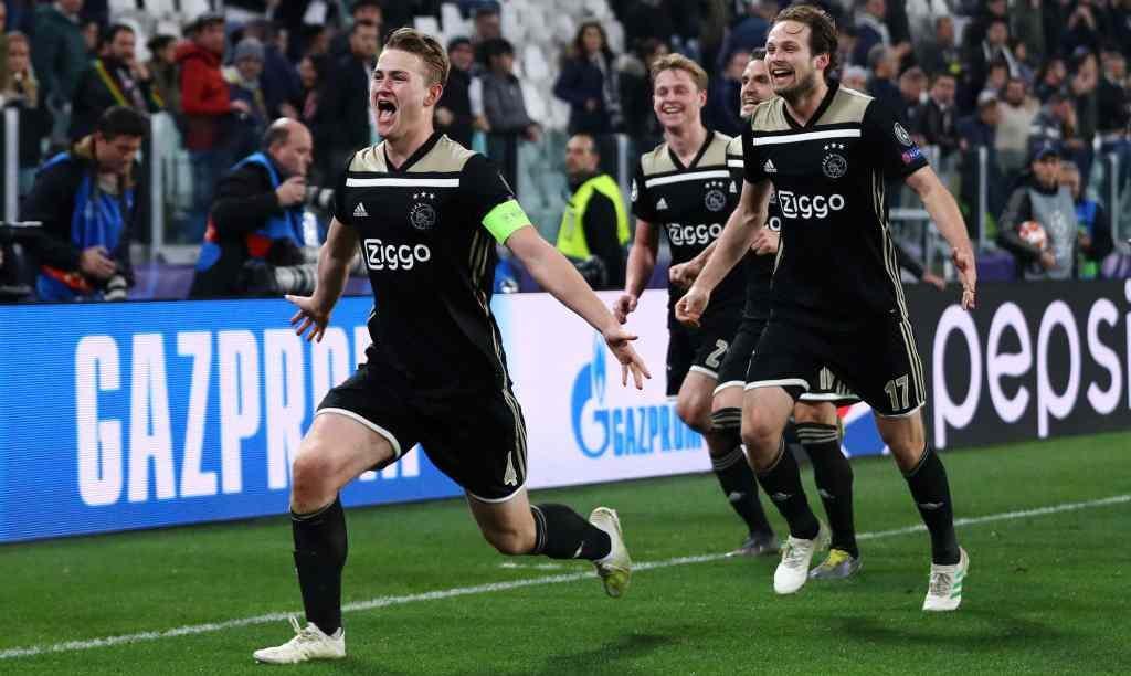 Momen saat Matthujs De Ligt lakukan selebrasi usai cetak gol ke gawang Juventus