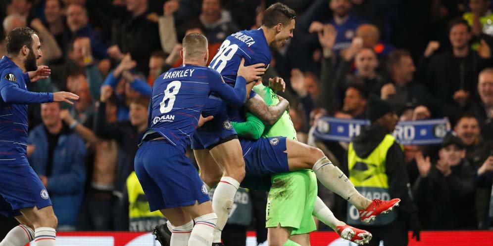 Kepa Arrizabalaga jadi pahlawan kemenangan Chelsea usai sukses tahan dua sepakan penalti Frankfurt