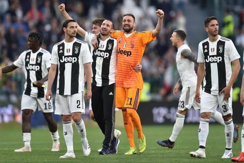 Lini depan yang tajam dan lini belakang yang solid membuat Juventus juara musim ini