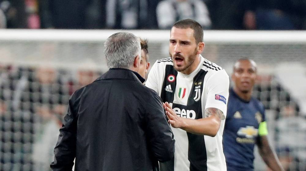 Di akhir pertandingan ketegangan sempat terjadi antara pelatih MU saat itu, Jose Mourinho dengan Leonardo Bonucci.